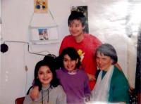 Hana se svými pěstounskými dětmi, Vrchlabí 2005
