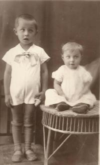 Cousin and cousin Josef and Lila Mišák, who died on 13 July 1943 in Bohemian Malín. July 1943 in Český Malín