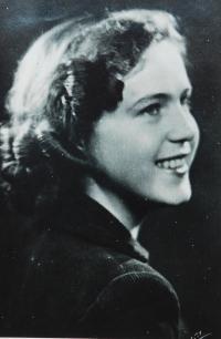 Lydie Beštová Maturitní fotografie (Půrová)