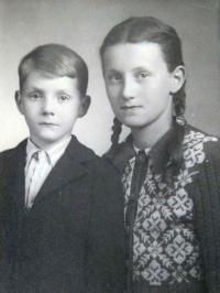 August Masár with his sister Alžbeta shortly after returning from interference camp Nováky (1948)