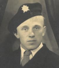 Profile photo, 40-ties