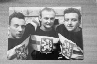 Hokejoví reprezentanti (Augustin Bubník vpravo)