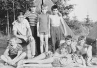 Zdeněk Buk na pionýrském táboře (vpravo nahoře)