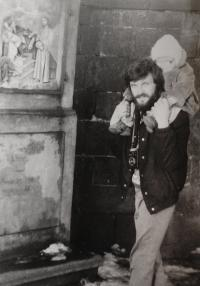 Kamarád Vladimír Muzička s dítětem