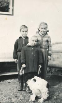 siblings of Jilek - 1956 - from left: Ondrej, Vendulka, Anežka