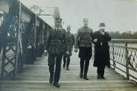 Jan Höchsmann, witness' father, accompanies the Hungarian Minister of Foreign Affairs Péter Ágoston across the fortified bridge over Danube to join the negotiations about the disputed territory of Petržalka. August 1919