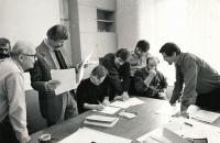 Pavel Dias (vpravo) s kolegy na katedře fotografie, 90. léta 20. stol.