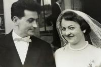 Wedding photo of Milada Holbová and Stanislav Machů, Zlín 1959