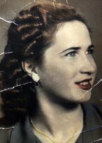 Sixteen Ernestina Patoprstá