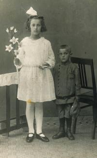 mother with brother 1925