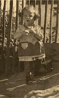 Edeltraud Molzerová (Slabáková) as a child