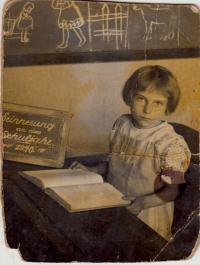 Marie Saettlerová at school