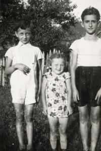 From left: Rolf Lebovič, Lotte Salomon a Berhard Lebovič - all pictured children died during Shoah