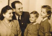 Elza, Heinrich, Tomáš and Judit Lebovič (ca. 1940)