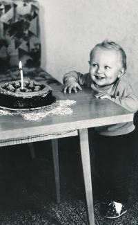Pamětník, první narozeniny, rok 1970