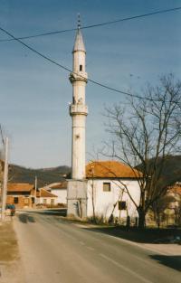 Damaged minaret in Otoka