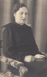 Frieda Bajer, née Galle, sister