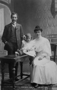 Dagmar's grandfather with wife and daughter