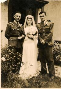 Wedding Vaculik in England 1944, which is mentioned in the diary Sedlacek