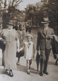 With her aunt and uncle (1938)