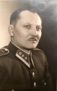 Otec Ján v žandárskej uniforme za Slovenského štátu, prvá polovica 40. rokov