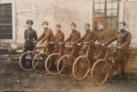 Oddiel žandárov na bicykloch za 1. ČSR, Ján Buzássy st. druhý zľava