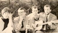 Zábava Mladej Tvorby, Ján Buzássy s gitarou