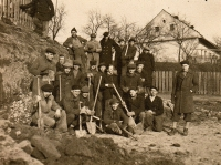 Jaroslav Ermis (second from the right, kneeling) with Vítkovice apprentices digging trenches, Hrabová-Šídlovec, February 1945
