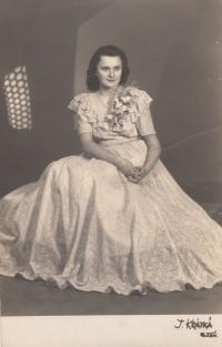 Kamila Karnikova - graduation photo