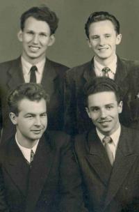 Parta, 1955 (dole: Josef Nečas a Milan Mendřec, vpravo nahoře Mil. Slováček a Jar. Režný)