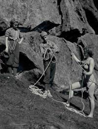 Horolezci na Čertových skalách ( vlevo bud. manželka)