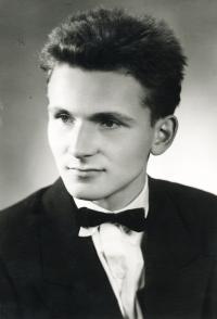 Osmnáctiletý František Lízna, maturitní foto, Jevíčko