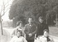 František Lízna, uprostřed