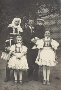 1955 - Antonia with her husband and three children