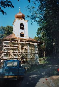 Repairing the interior of the church in Domašov nad Bystřicí. The church was repaired by Antonín Pospíšil, when he was a parish priest in this parish (1992-2005).