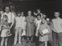 Antonín Pospíšil with the parishioners of the Andel Mountain.