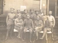 Kurgánský pochodový prapor se kterým se potkal otec pamětníka Rostislav Bábek na během první světové války východní frontě, kde bojoval jako československý legionář.