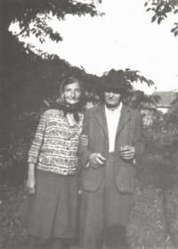 Otec pamětníka Rostislav Bábek s ženou.