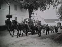 Parade in front of the farm no. 15 in the 1920s