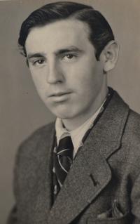 Bedřich ještě před válkou. Drážďany 1942.