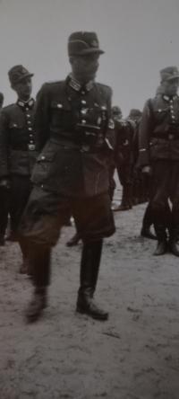 Velitel Bedřichova oddílu Arbeitsdienstu. Lodž 1943.
