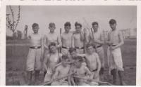 Parta v Lodži ve chvíli volna. Lodž léto 1943.