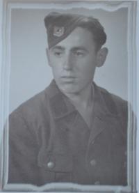 Bedřich v uniformě R. A. D.