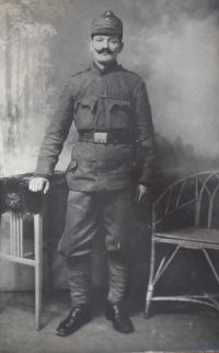 Bedřichův otec v uniformě C. a K. Armády 1914.