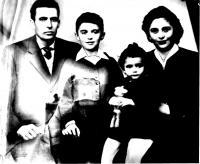 Anastasia Pistola s manželem Jorgisem a dětmi