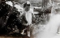 Ludmila Švédová (Zouharová) as a child in Lošany