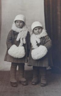 Sisters Božena and Ludmila (Švédová) Kasparides