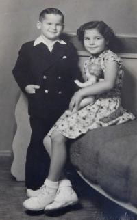 Siblings Ludmila and Radslav Švéda in 1955