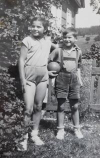 Siblings Ludmila and Radslav Švéda in 1956