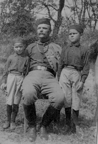 Václav Švéda (right) with his father František and his brother Zdeněk during the First Republic